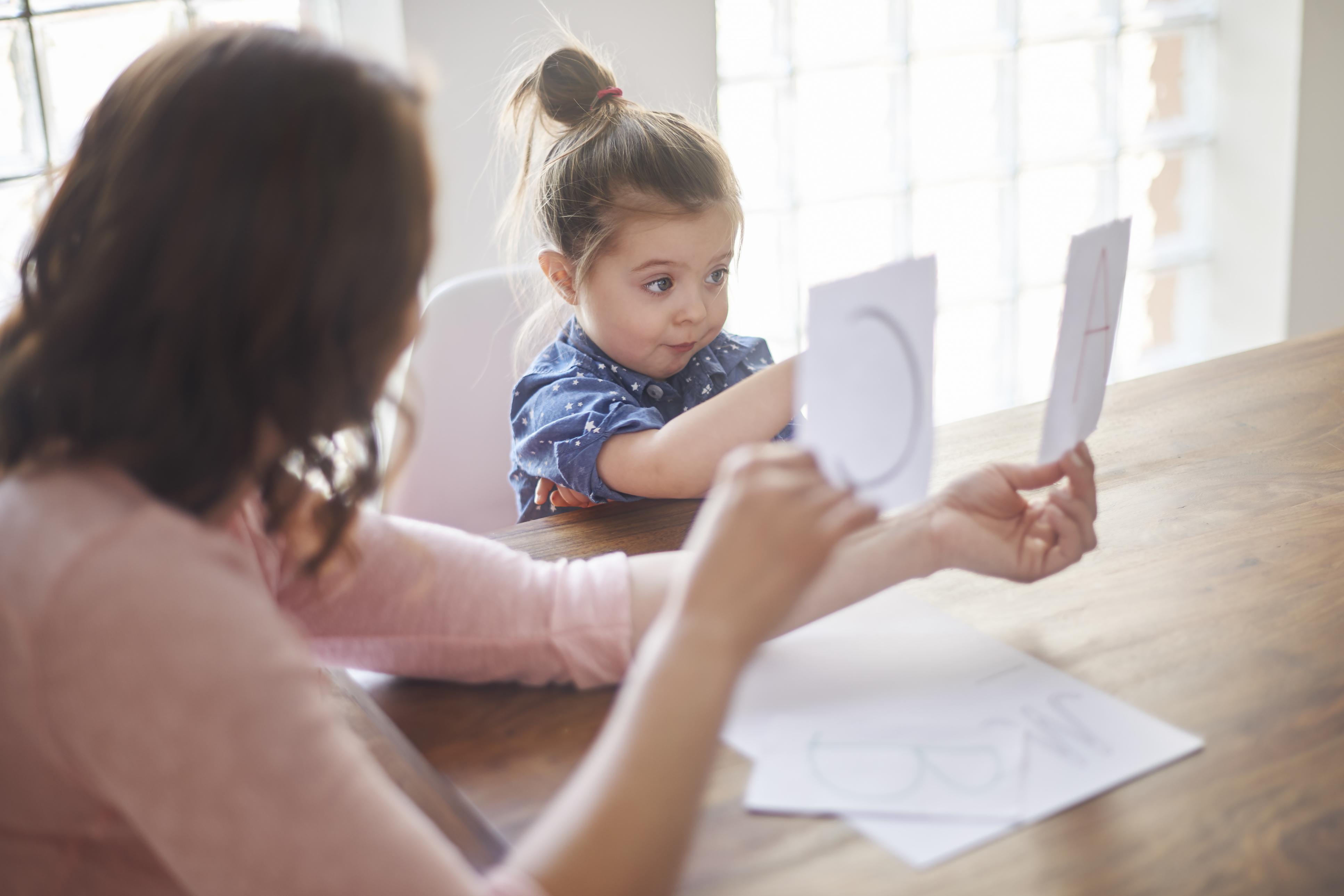 Manfaat dan Kerugian dari Pendidikan Dini – Tips Mengasuh Untuk Orangtua Baru