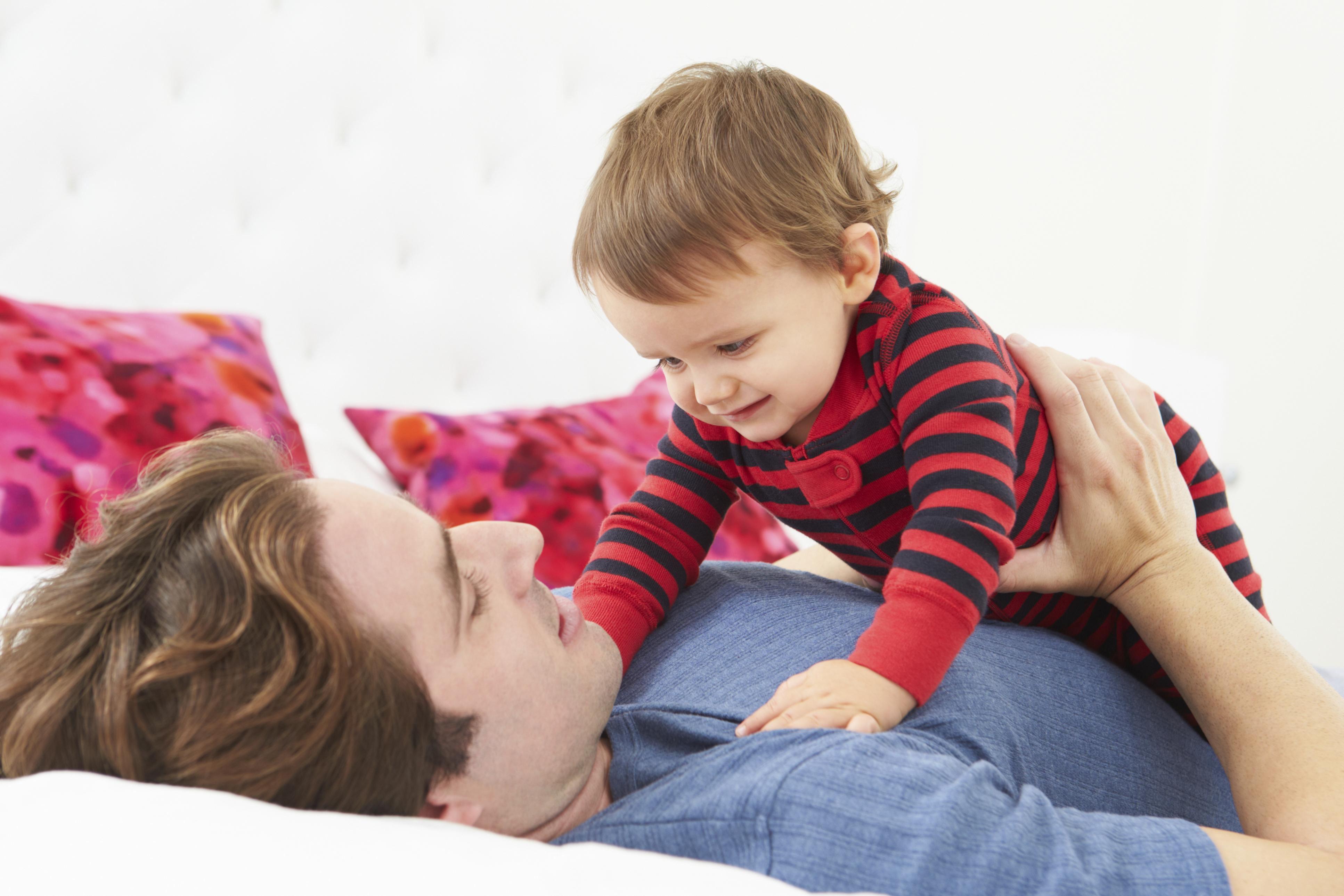 Membantu Ikatan Pasangan Anda dengan Bayi Anda Yang Baru Lahir – Bagian 2